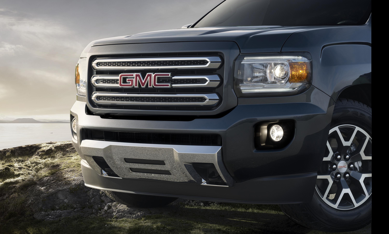 2015 GMC Canyon SLE All Terrain Cyber Gray Metallic Front End 040