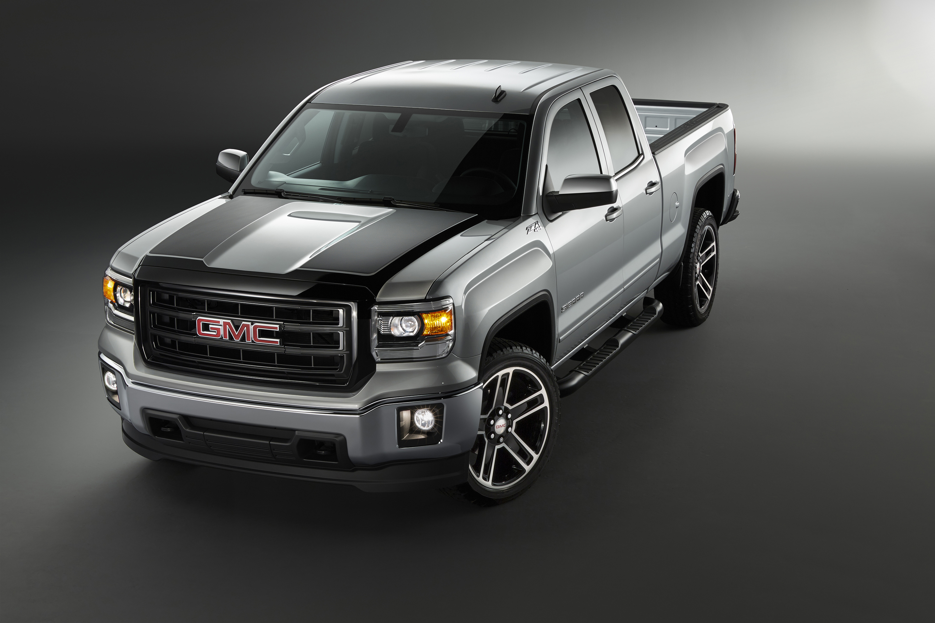 2015 Sierra Carbon Editions Add Sporty Looks Substance