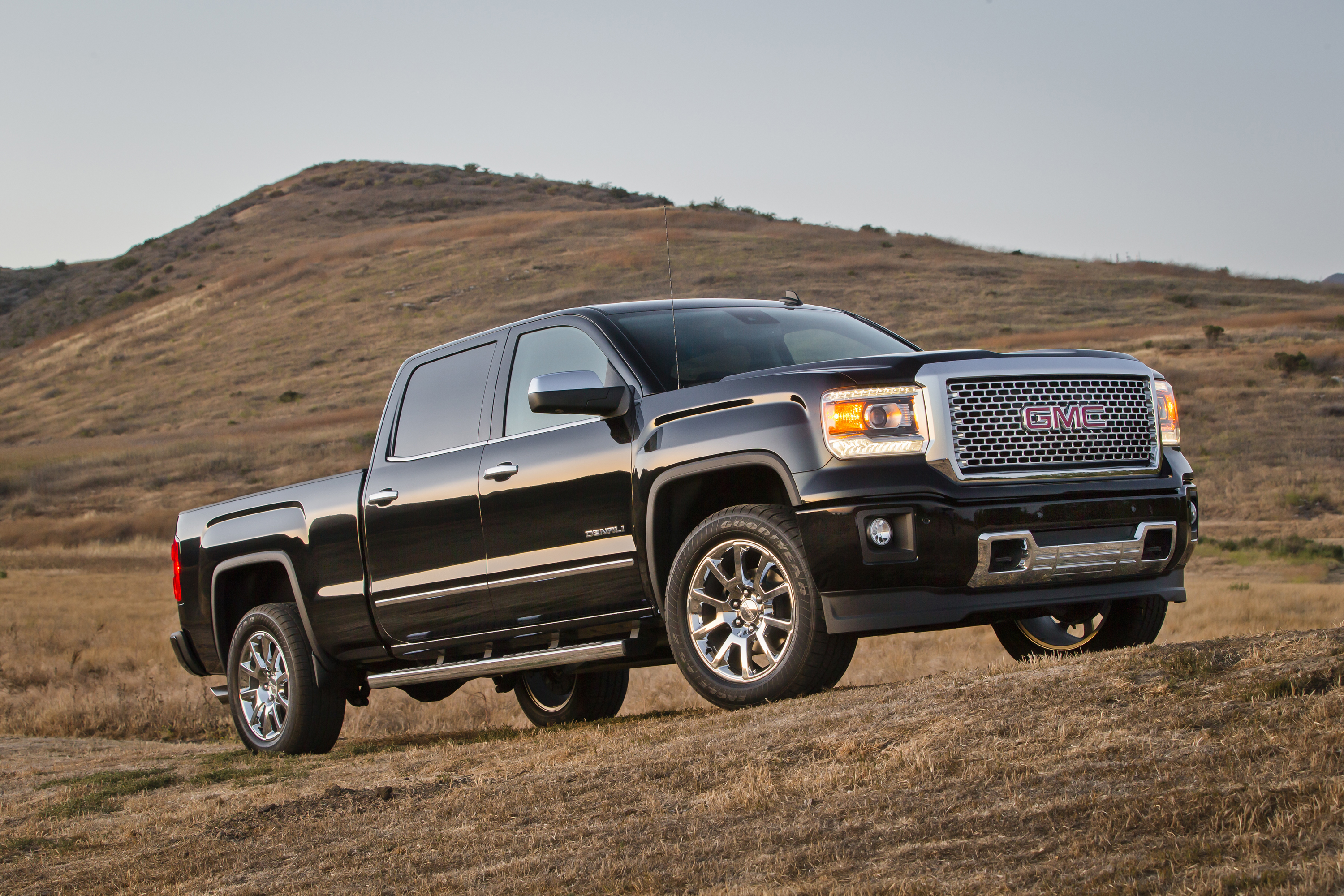 pairs denali us gmc studio threequarter sierra vehicles pages tech en may front media detail capability and luxury content news high