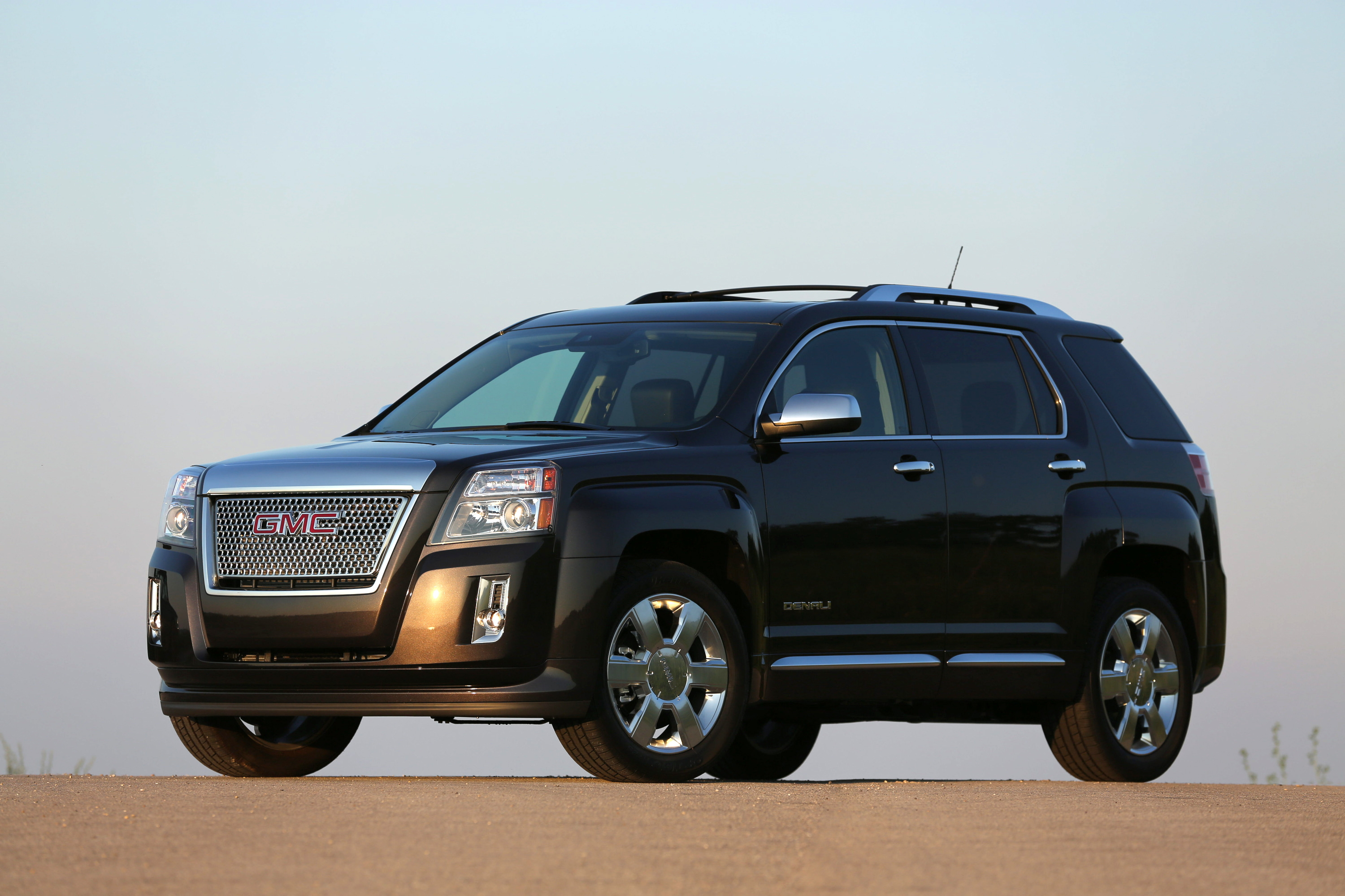 reviews rear fwd motor suv and cars gmc rating terrain angular trend